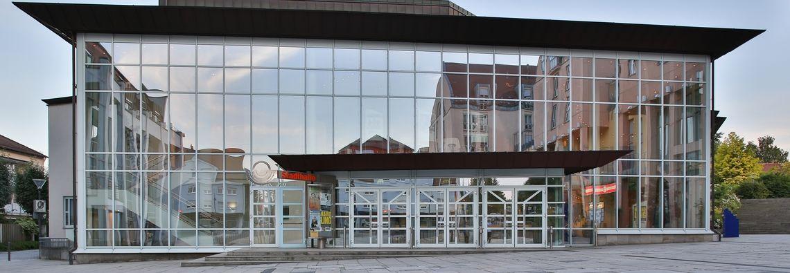 Außenansicht vom Rathausplatz